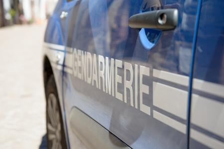 fermer la voiture de la police française