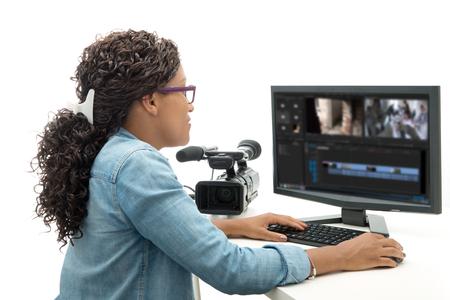 꽤 젊은 흑인 여성 비디오 편집기 스톡 콘텐츠