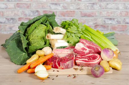 Boeuf et légumes pour la préparation du français pot-au-feu