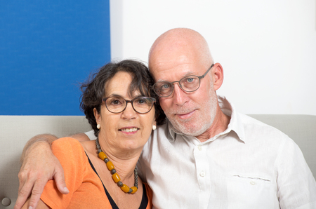 an happy senior couple in love, in their home Stockfoto