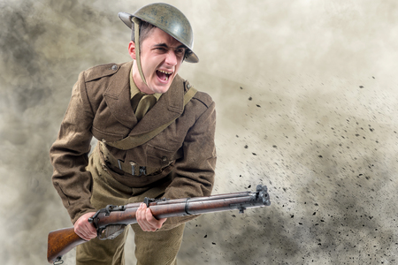 an American World War 1 soldier attack. 1917-18 Banque d'images - 95190232