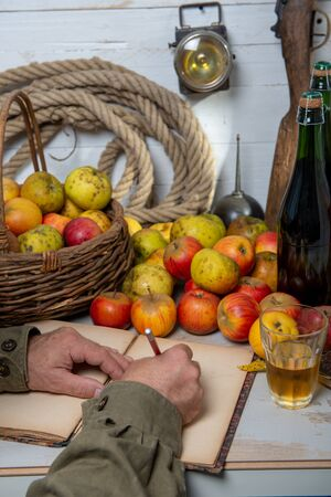 organic apples with man drinking a glass of delicious french cider Stockfoto