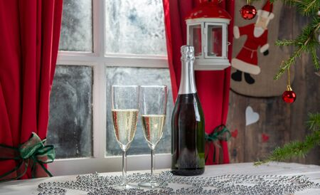 Christmas decoration with two glasses of champagne wine Stockfoto