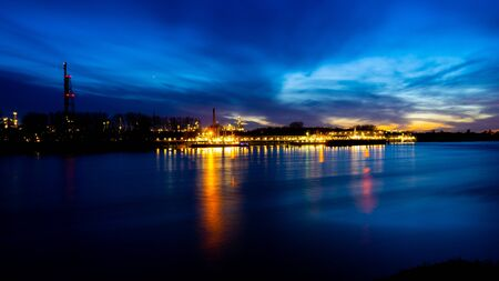 River rhine with oil refinery in the background, longtime shot in the sunset. Banque d'images