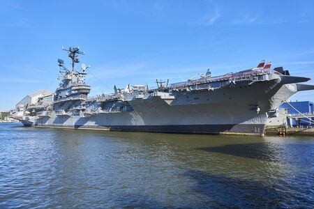 Aircraft carrier in New York Banque d'images