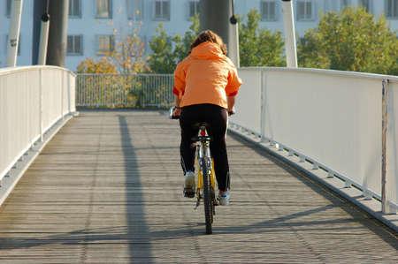 grosse fesse: motard sur le pont Banque d'images