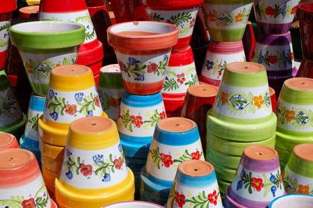 Ollas de cerámica de colores Foto de archivo - 1449774