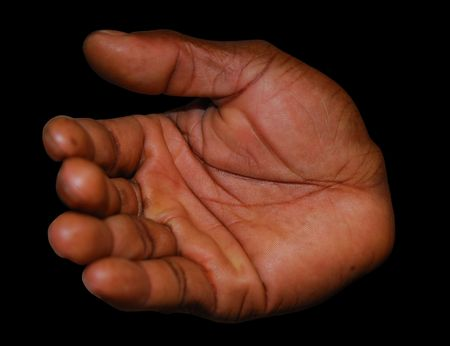 Öffnen Sie die Hand, die auf schwarzem Hintergrund lokalisiert wird