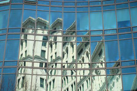 artdeco: Reflexi�n de un edificio Art Deco en la oficina de fachada, la ciudad de Nueva York
