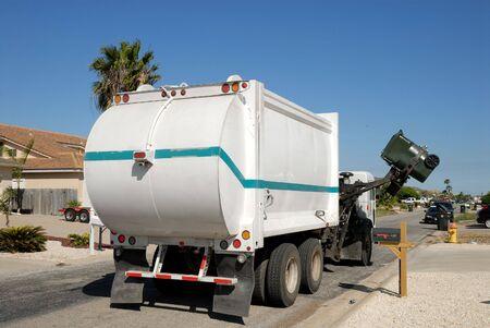 camion de basura: Cami�n de basura en los Estados Unidos Foto de archivo