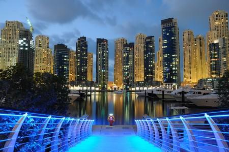 Verenigde Arabische Emiraten: Dubai Marina in de nacht, de Verenigde Arabische Emiraten