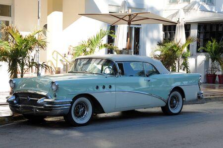 miami south beach: Classic American Car, Ocean Drive, Miami South Beach, Florida USA Stock Photo