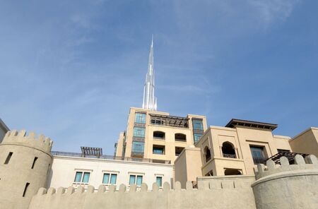 Architecture arabe moderne � Dubai, United Arab Emirates Banque d'images - 6347198
