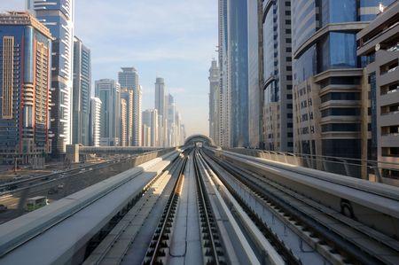 Verenigde Arabische Emiraten: Metro tracks in Sheikh Zayed Road, Dubai Verenigde Arabische Emiraten