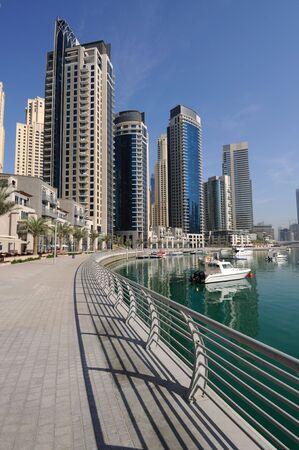 jachthaven: Promenade op Dubai Marina. Dubai, Verenigde Arabische Emiraten Stockfoto