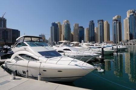 jachthaven: Luxe jachten op Dubai Marina. Dubai Verenigde Arabische Emiraten Stockfoto