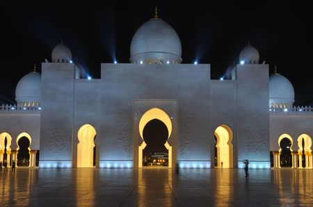 archway: Sheikh Zayed Mosque at night. Abu Dhabi, United Arab Emirates