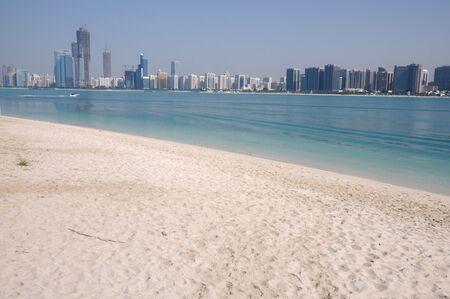 Verenigde Arabische Emiraten: Skyline van Abu Dhabi, Verenigde Arabische Emiraten Stockfoto