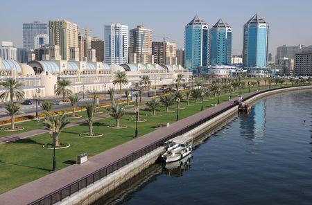 Verenigde Arabische Emiraten: Promenade op Sharjah Creek, Verenigde Arabische Emiraten Stockfoto