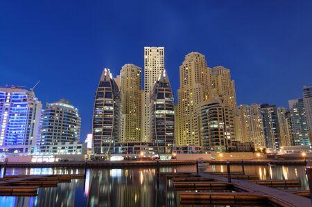 Verenigde Arabische Emiraten: Dubai Marina op dusk. Verenigde Arabische Emiraten Stockfoto