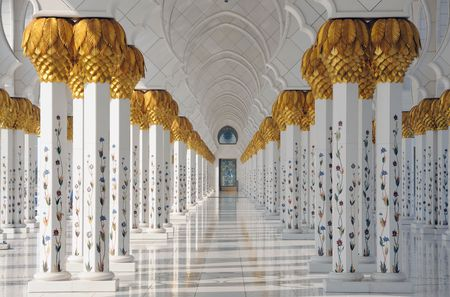 columns: Sheikh Zayed Mosque in Abu Dhabi, United Arab Emirates Stock Photo