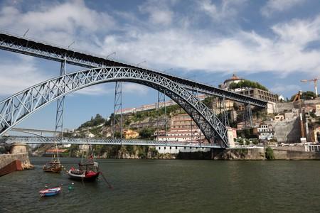 dom: Rio Douro et le pont de Luis de Dom � Porto (Portugal). Banque d'images
