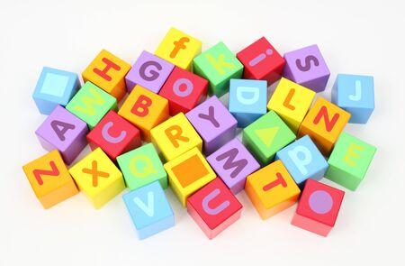 vibrant colors fun: Blocchi di legno colorati con lettere