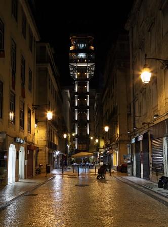 elevador: The Santa Justa Lift (Elevador de Santa Justa) at night. Lisbon, Portugal. Photo taken at 29th of June 2010