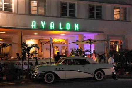 artdeco: El Hotel Avalon en distrito Art Deco de Miami South Beach, Florida. Foto tomada en el 11 de noviembre de 2009  Editorial