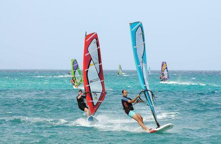windsurf: Windsurf en la isla Canaria de Fuerteventura, Espa�a. Foto tomada en el 2 de junio de 2009