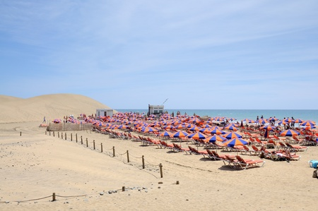 sunbath: Maspalomas strand in Grand Canarische eilanden, Spanje. Foto genomen op 15 April 2010
