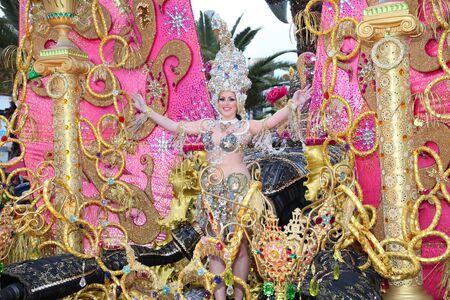 canarias: SANTA CRUZ, TENERIFE, SPAIN - MARCH 8: Santa Cruz de Tenerife Carnival 2011: The carnivals queen. Photo taken at 8th of March 2011 Editorial