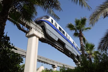 Verenigde Arabische Emiraten: Palm Jumeirah Monorail trein in Dubai, Verenigde Arabische Emiraten