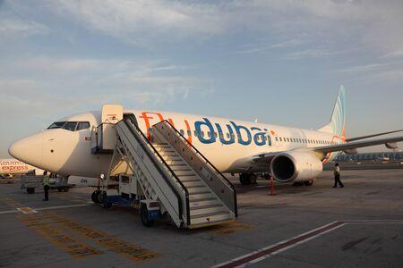Flydubai el avión en el Aeropuerto Internacional de Dubai. Foto tomada en 26 de Mai 2011 Foto de archivo - 9761191