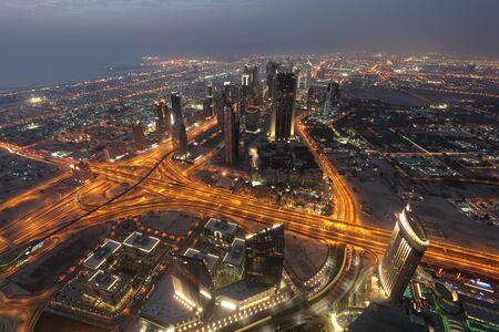Verenigde Arabische Emiraten: Nacht uitzicht van Dubai van Burj Khalifa. Dubai, Verenigde Arabische Emiraten Stockfoto