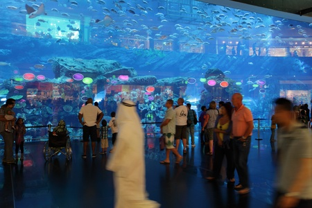 People in front of the aquarium inside of Dubai Mall.  Photo taken at 27th of Mai 2011
