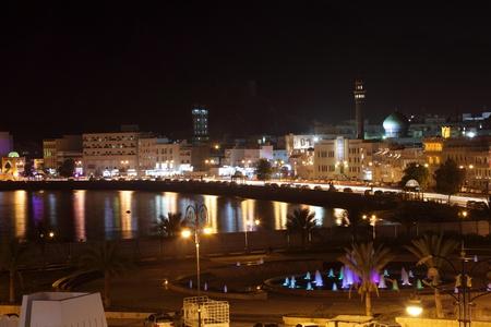 Vista Muttrah Corniche di notte. Muscat, Sultanato dell'Oman