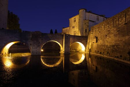 Ville m�di�vale d'Aigues-Mortes, la nuit, sud de la France Banque d'images - 11091987