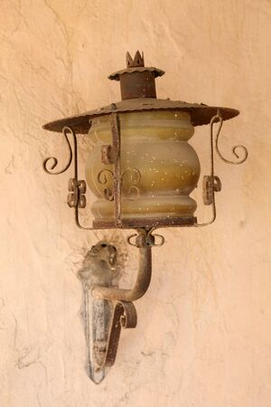 adobe wall: Lanterna Vecchia muro di mattoni