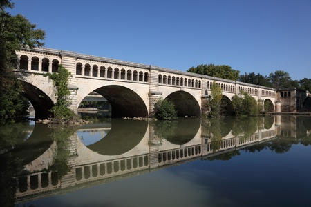 midi: Canal du Midi crossing the River Orb in Beziers, France