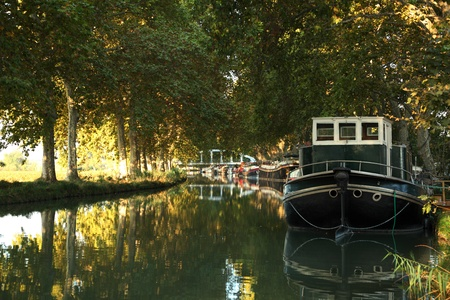 du ร    ก ร: The Canal du Midi in Beziers, southern France