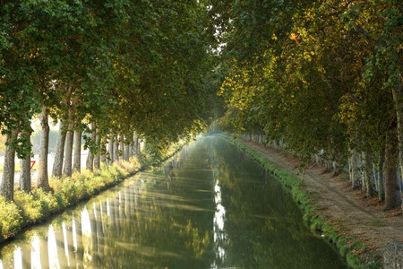 du ร    ก ร: Canal du Midi in Beziers, southern France