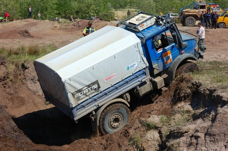 fourwheeldrive: Mercedes Benz Unimog rally truck at offroad competition