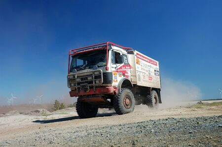 fourwheeldrive: Mercedes Benz rally truck at offroad competition