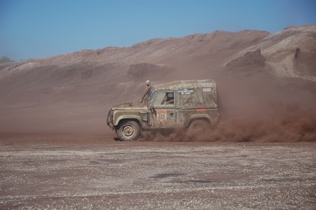 fourwheeldrive: Land Rover at offroad rally competition