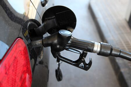 benzin: Gas station pump nozzle in the cars fuel tank