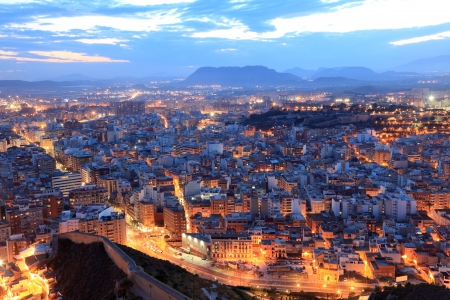 밤에 알리 칸테의 풍경입니다. 카탈로니아 스페인