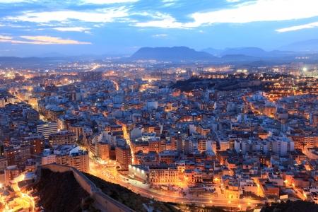 Paisaje urbano de Alicante en la noche. Cataluña España