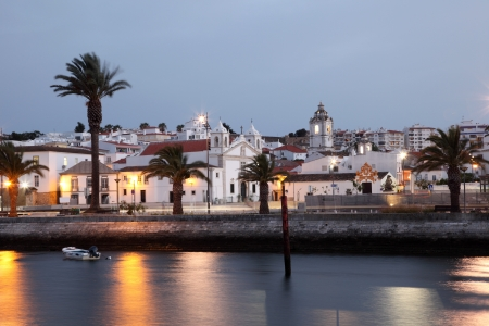 마을 라고스 황혼, Algarve 포르투갈 스톡 콘텐츠