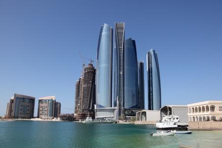 Verenigde Arabische Emiraten: Wolkenkrabbers in Abu Dhabi, Verenigde Arabische Emiraten Stockfoto